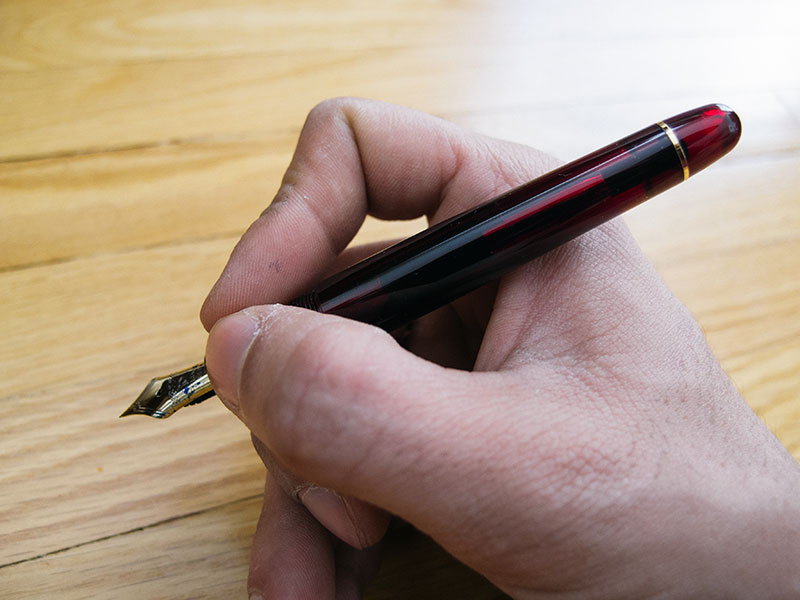 platinum-fountain-pen-in-hand