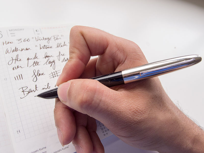 hero-fountain-pen-in-hand-capped